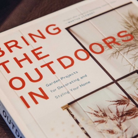 Decorating Books Bring The Outdoors In